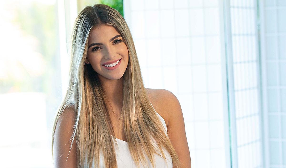 Mujer joven con cabello liso, de apariencia sana y brillante