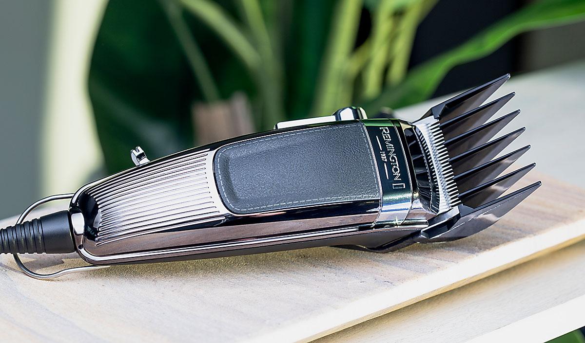 Cortador de cabello profesional Remington sobre mesa